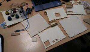 Photo de la puzzle box avant l'assemblage de ses composants