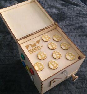 La puzzle box ouverte et sa récompense